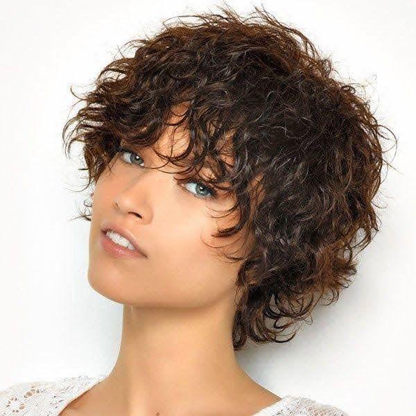 corte de media melena en capas con flequillo cabello rizado moure (1)
