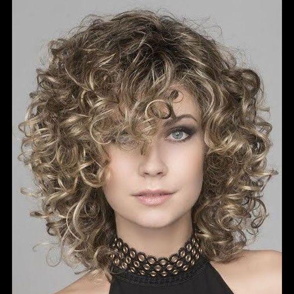 corte media melena pelo rizado a capas con flequillo años 80 moure (7)