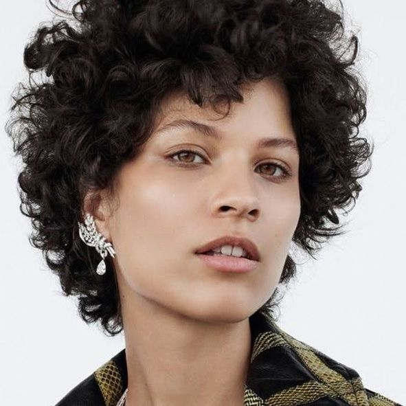 corte media melena pelo rizado a capas con flequillo años 80 moure (8)