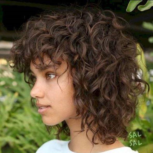 corte pelo rizado largo a capas cortas degradado y escalonado moure (1)